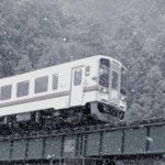 1月19日 雪降る町【三重県津市美杉町奥津】・雪中を往く名松線 気動車…